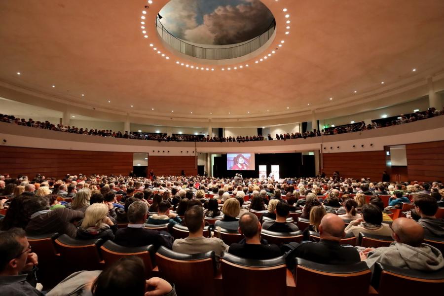 Convention internazionale di incontri Dharma dating online